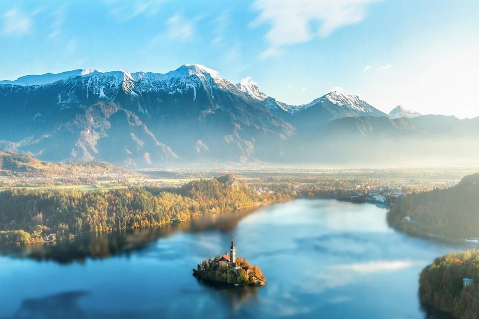 18 European Lakes to Float Away On Your Vacation 4